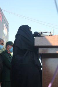 مادر شهیدان فرجوانی در مراسم شهید مهدی نظری (اندیمشک- خوزستان)