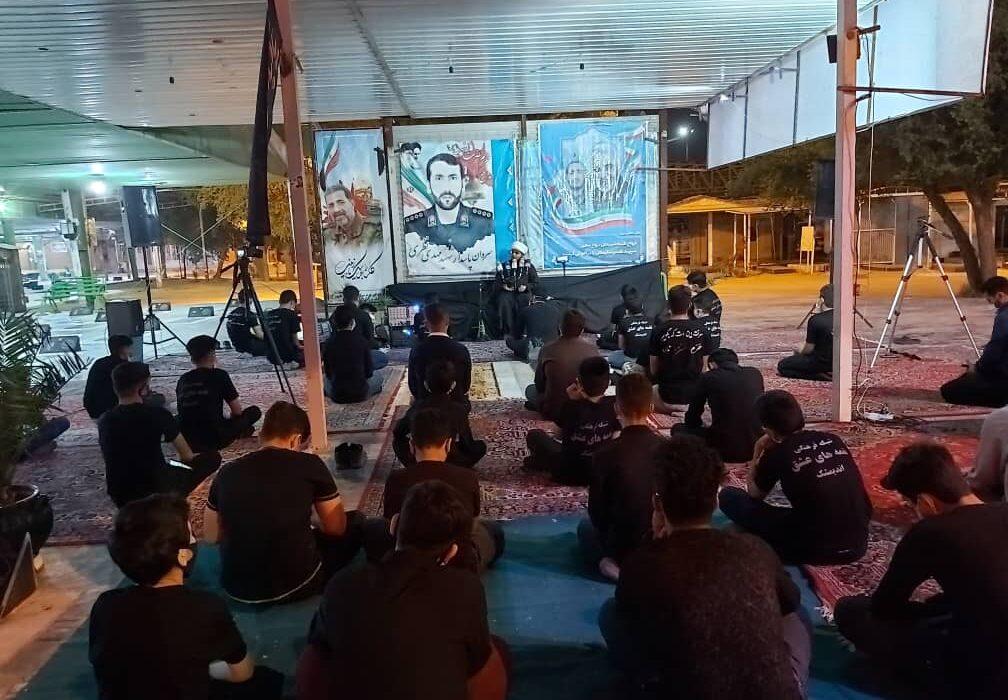 مراسم شب شهادت امام عسکری (ع) با عنوان دورهمی شهدایی در گلزارشهدای اندیمشک برگزار شد.