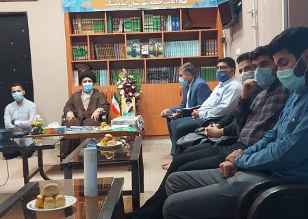 جمعی ازجوانان شبکه فرهنگی مردمی نغمه های عشق با امام جمعه شهرستان اندیمشک دیدار کردند.